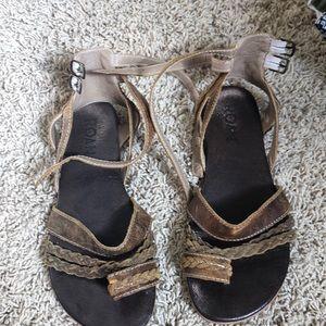 Brown Roan sandals sz 7.5